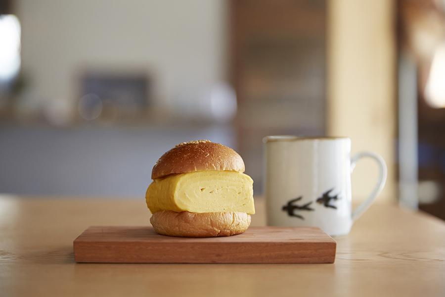 「knot cafe」のだし巻きサンドとコーヒーのセット972円(各日限定350食)