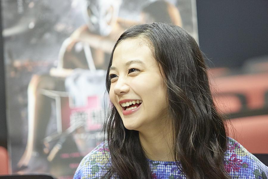終始笑顔でインタビューに応える清水富美加