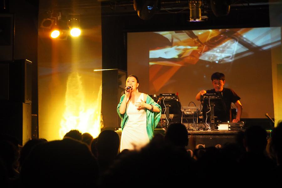 DJ YOKUとシンガーTeN