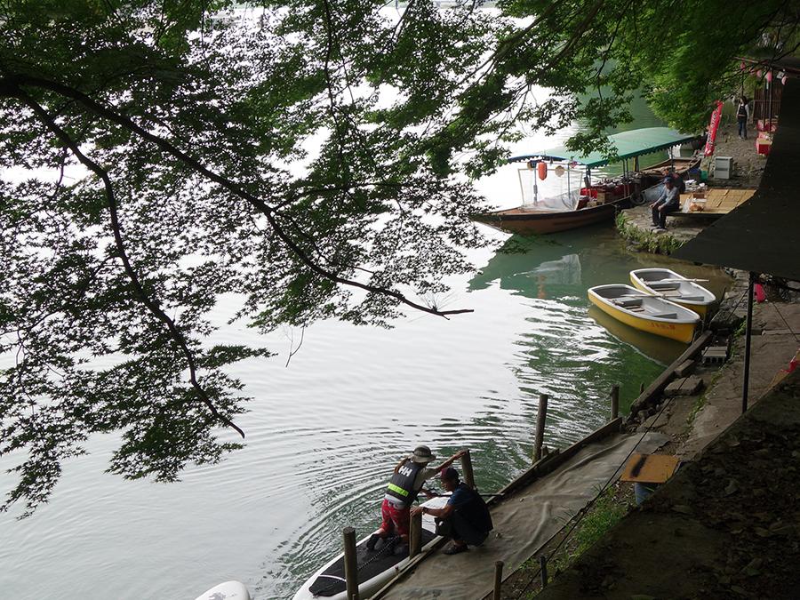 「琴が瀬茶屋」は、屋形船が乗り付けることが多いが、SUPで到着