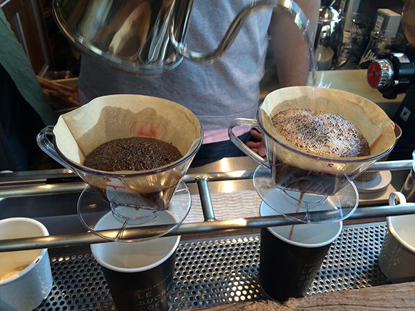 オープン初日だけ、「焙煎香房シマノ」店主の島野さんが、ペーパードリップでコーヒーを淹れてくれます! ホットコーヒー500円
