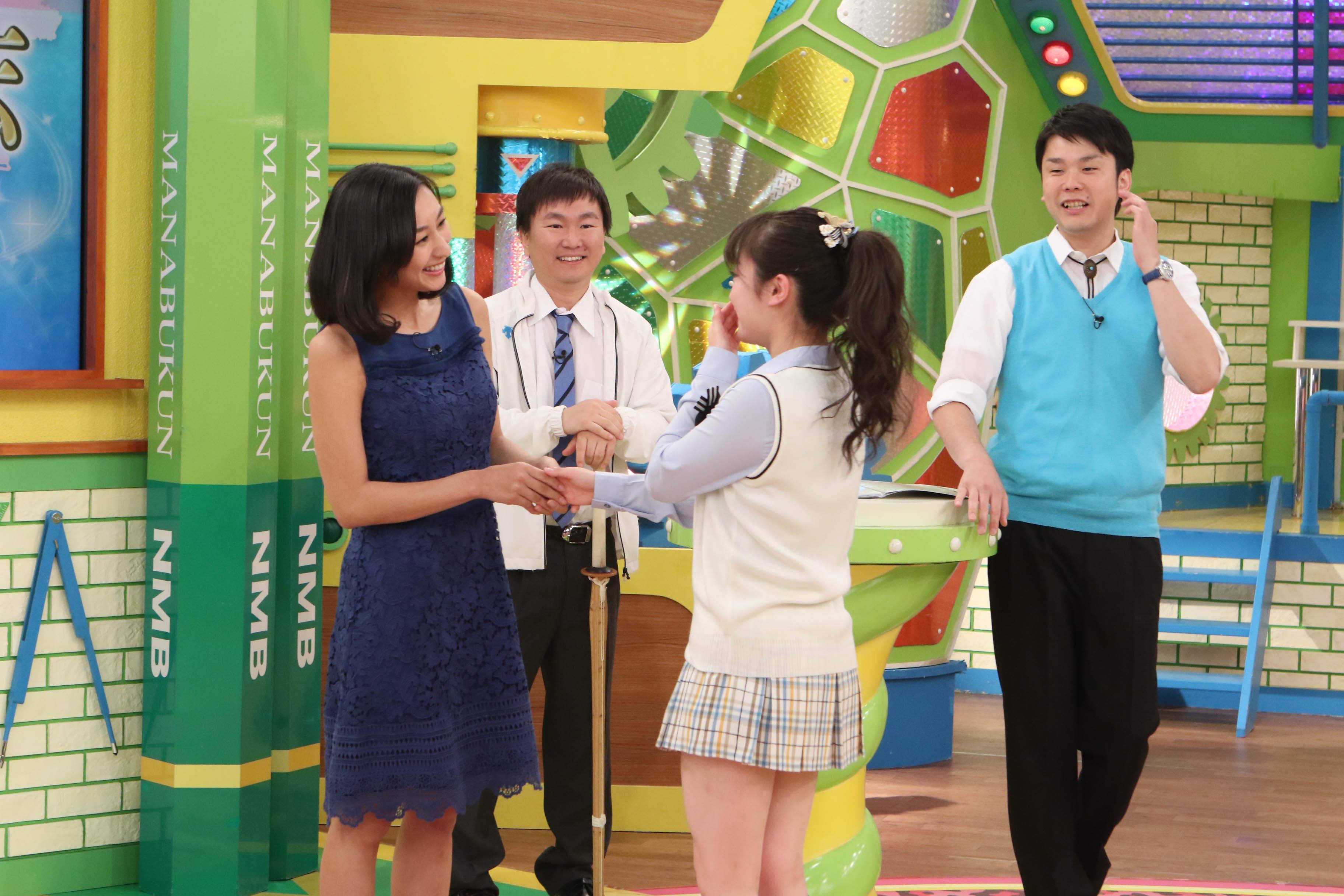 憧れの浅田舞に握手してもらうNMB48・川上千尋