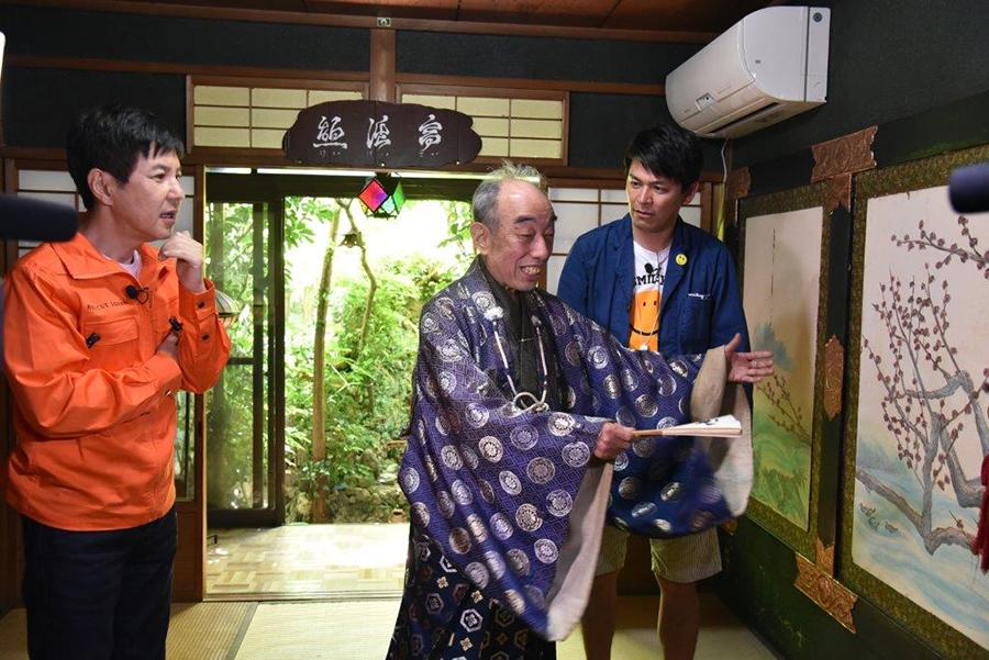 絵も手書きというこだわりよう、ロケで訪れた大阪城ならぬ「小阪城」