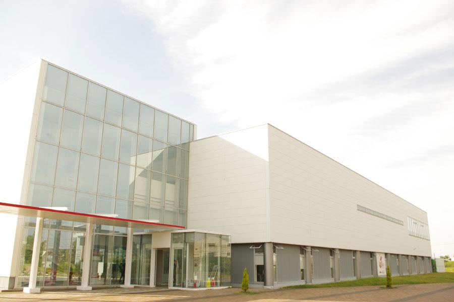 甲子園4.5個分の敷地内に、ヨーグルトを中心とする関西工場のほか、関西アイスクリーム工場なども併設されている
