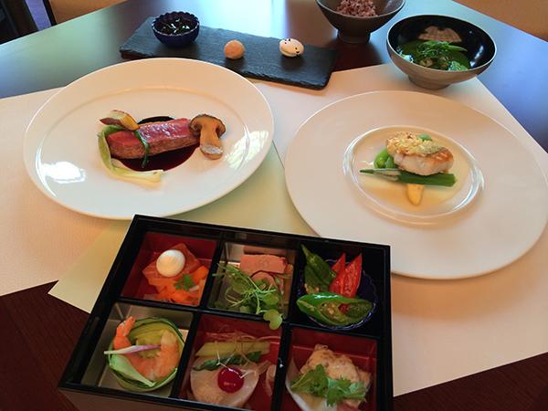 コース料理の内容は、お客の希望に添ってアレンジされる。着席時102名、立食時119名までOK