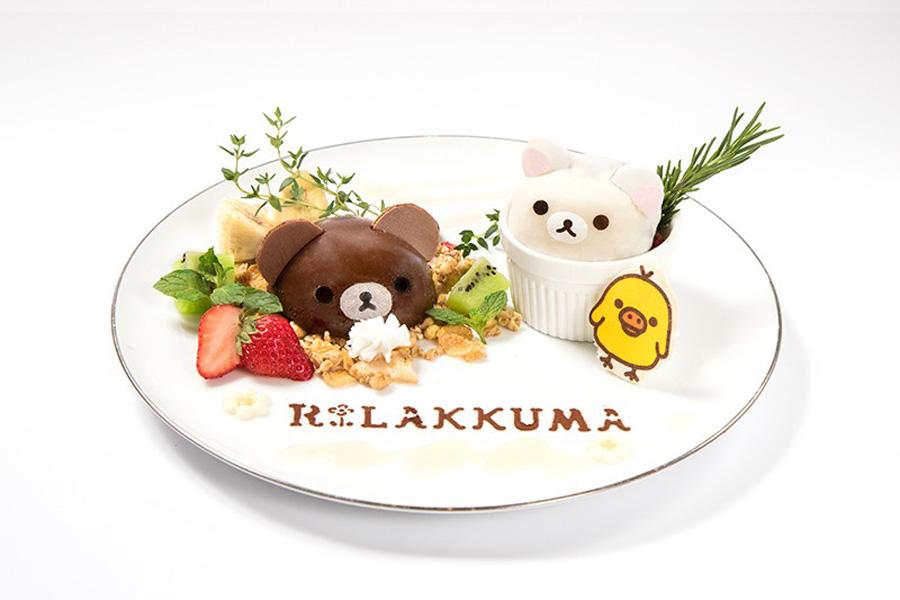 大阪初登場の「コリラックマとチャイロイコグマのなかよしプレート」1,706円(ランチョンマット、コースター付)