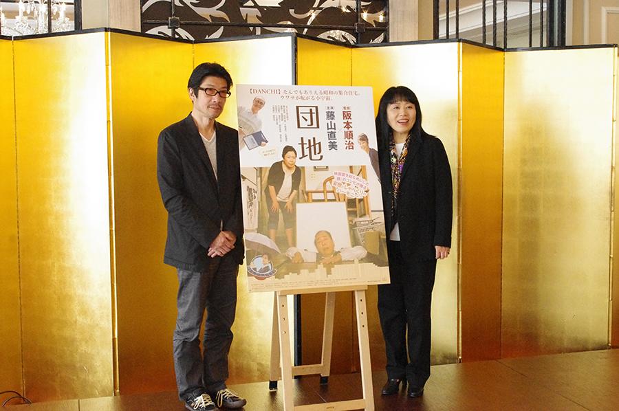 会見をおこなった阪本順治監督(左)と舞台役者・藤山直美