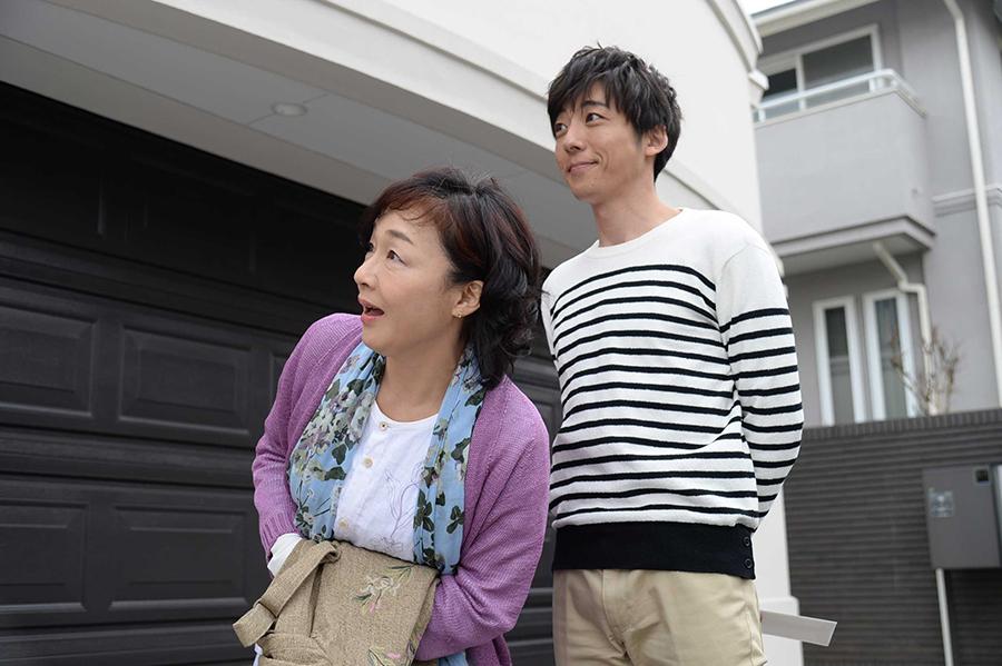 夫婦役を演じるキムラ緑子(左)と高橋一生(ドラマ『僕のヤバイ妻』より)