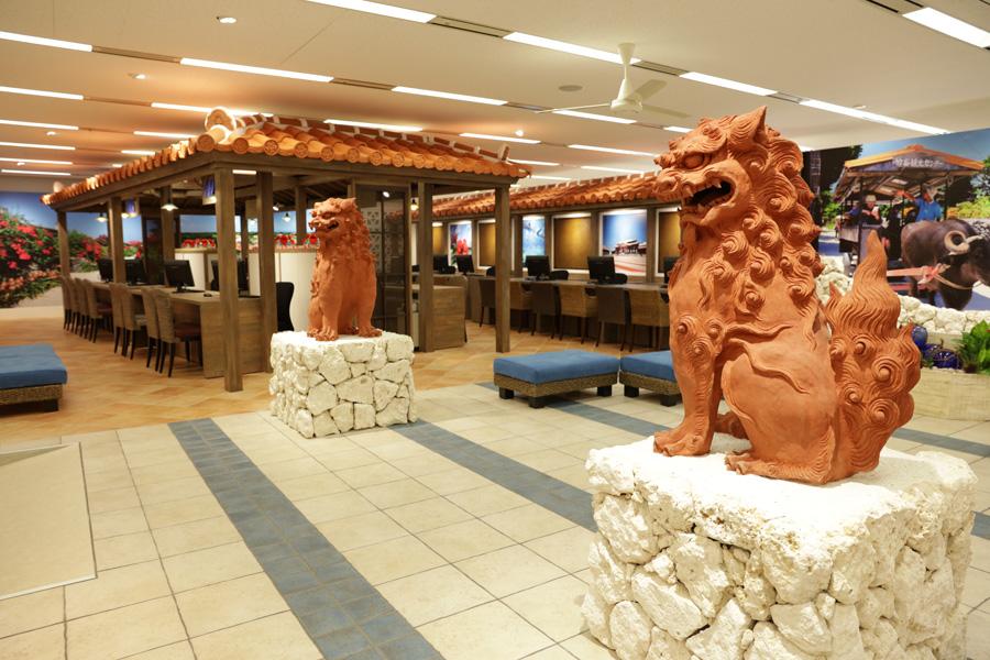 沖縄の雰囲気が漂う店内。イベントスペースでは、物産展や琉球音楽ライブ、ワークショップなども随時行われる予定