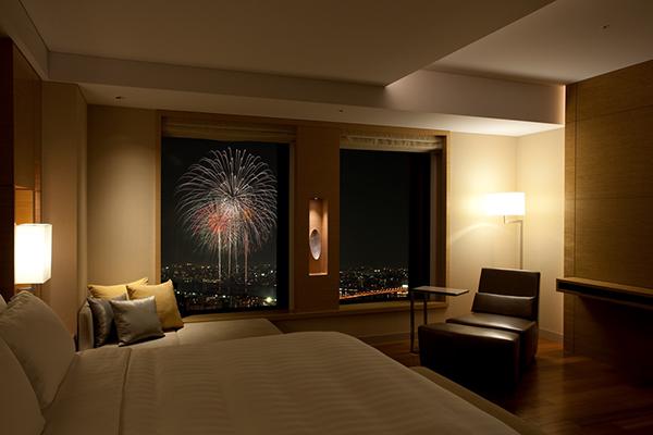 客室から見える花火のイメージ