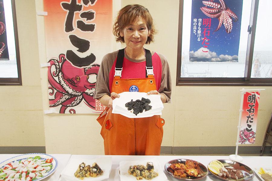 明石蛸の素材の味を活かしたシンプルな料理を提案する「浜の母ちゃん」こと高山淳子さん