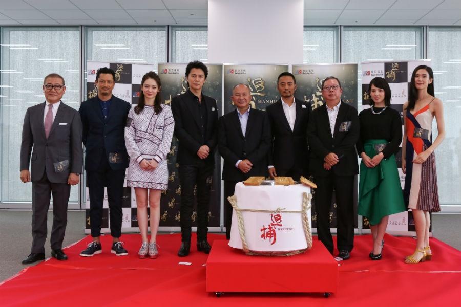 左から:國村準、池内博之、チー・ウェイ、福山雅治、ジョン・ウー監督、チャン・ハンユー、ピータ ー・ラム、桜庭ななみ、TAO