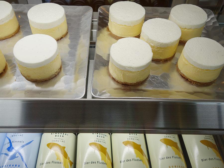 チーズケーキも茶筒をイメージし、那須高原の「CHEESE GARDEN(チーズガーデン)」特製に