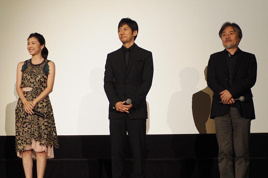 左から、竹内結子、西島秀俊、黒沢清監督
