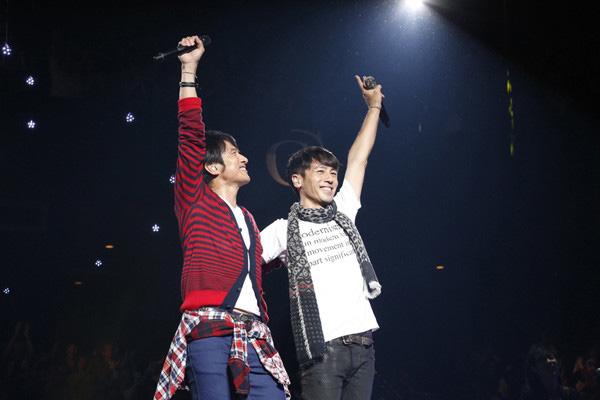Mr.Childrenの桜井和寿(左)と寺岡呼人