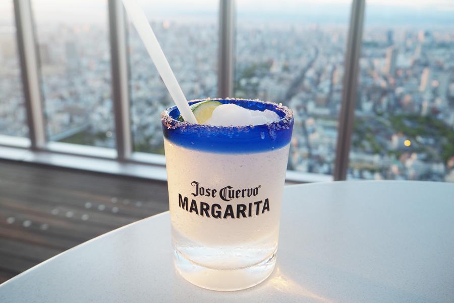 テキーラの人気カクテル「マルガリータ」をフローズンスタイルで飲む「フローズンマルガリータ」は700円(飲み放題外)