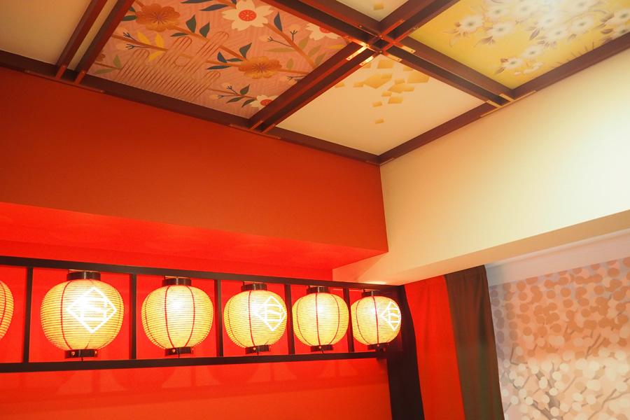 南座の「格天井」をモチーフにした天井