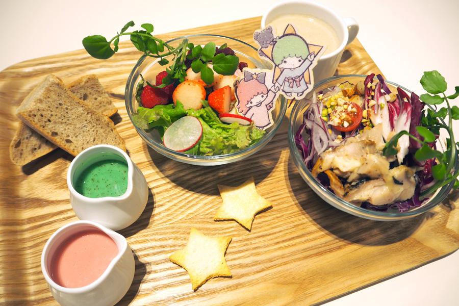 キキ&ララの野菜たっぷりプレート〜キキのナッツチキンサラダ&ララのフルーツサラダ〜1,599円