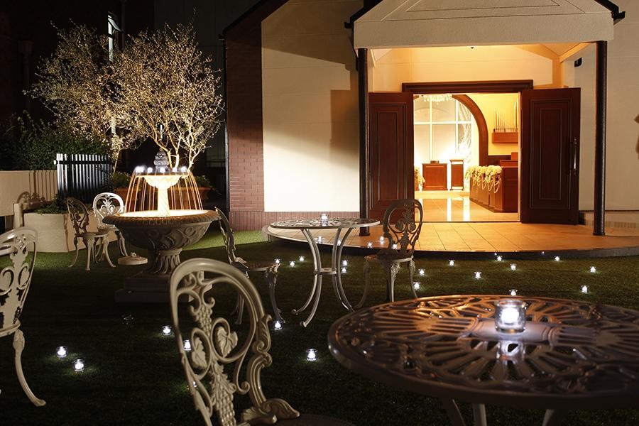 京都センチュリーホテル3F・「CHAPEL LEHUA」前ガーデン