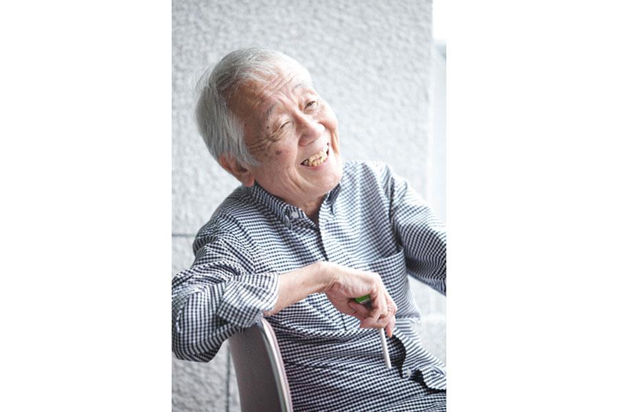 屈託のない笑顔でインタビューに応える生前の松本雄吉 写真/本郷淳三