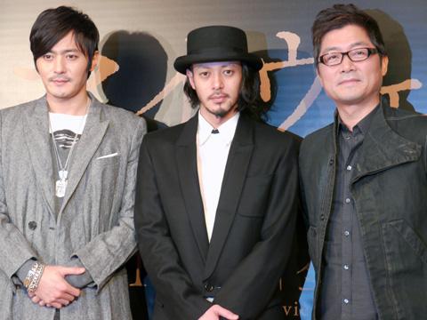 左から、チャン・ドンゴン、オダギリジョー、カン・ジェギュ監督