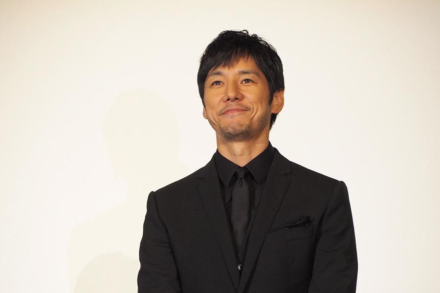 映画『クリーピー 偽りの隣人』の舞台挨拶に登場した西島秀俊(8日・大阪市内)