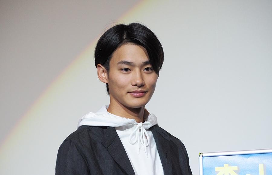 大阪での舞台挨拶に登場した俳優・野村周平(9日・梅田ブルク7)
