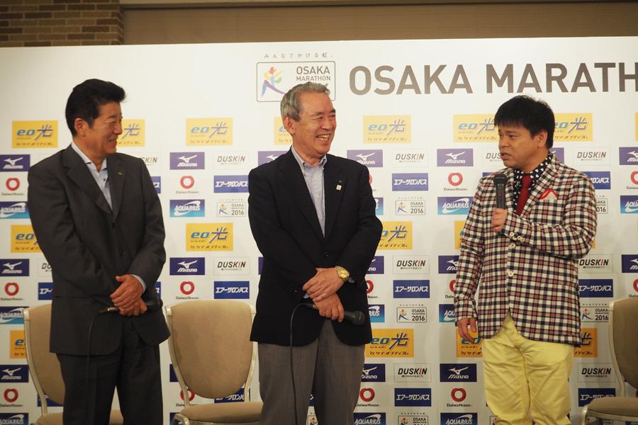 終始、松井府知事にいじられ、「いちいちツッコまんといてください」と困り果てるジミー大西
