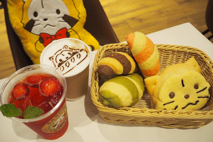 (左から)「ごろっといちごソーダ水」626円、HOTキャラクターラテ432円、ラスカルしっぽパン各270円、ラスカルパン324円