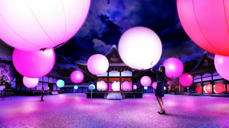 呼応する球体 - 下鴨神社 糺の森/ Resonating Spheres - Forest of Tadasu at Shimogamo Shrine teamLab, 2016, Interactive Installation, Endless, Sound: Hideaki Takahashi