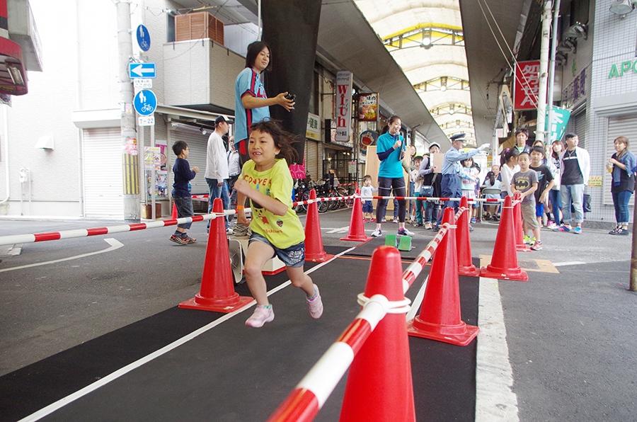初開催となった商店街を疾走する『走れ! 玉出商店街』