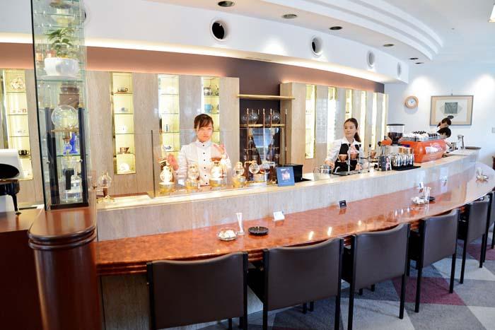 1階の喫茶室「コーヒーロード」