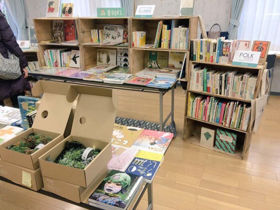昨年は1階が会場だったが、今回は2階に。本屋も数多く揃う