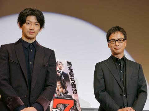 映画『ワイルド7』の舞台挨拶に登場した瑛太(左)と椎名桔平