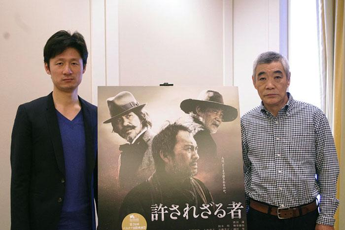 合同インタビューに登場した李相日監督(左)と俳優・柄本明