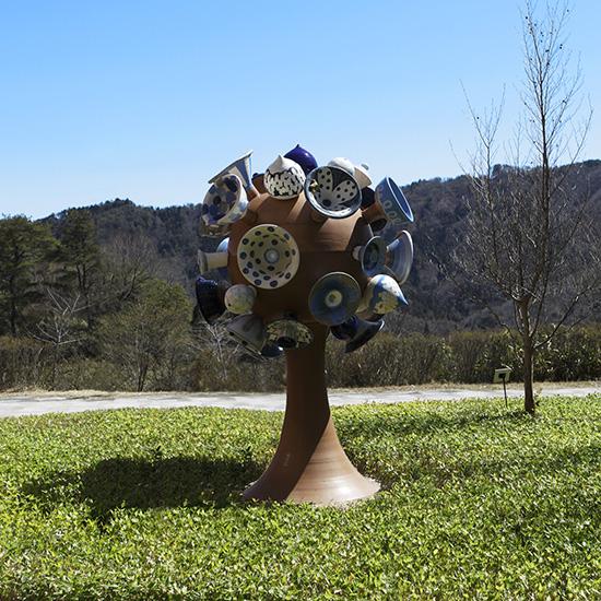 リサ・ラーソン(デザイン)[スウェーデン]/絵付=青木寿美子 モニュメント《生命の樹》2015年