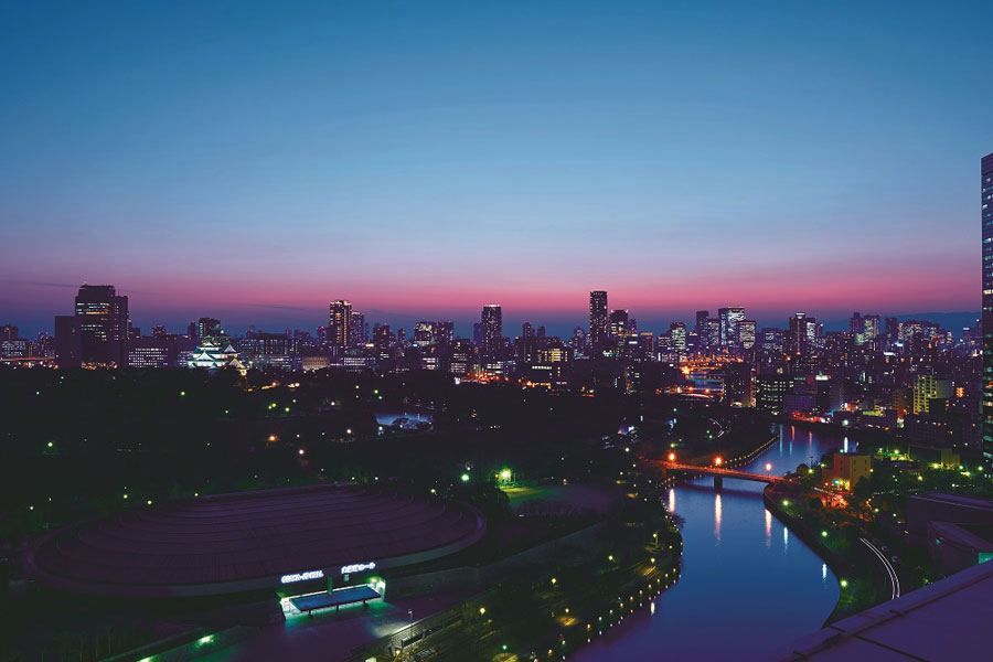 20:00までは煌めく大阪の夜景を、消灯後は都心に広がる夜空を楽しめる