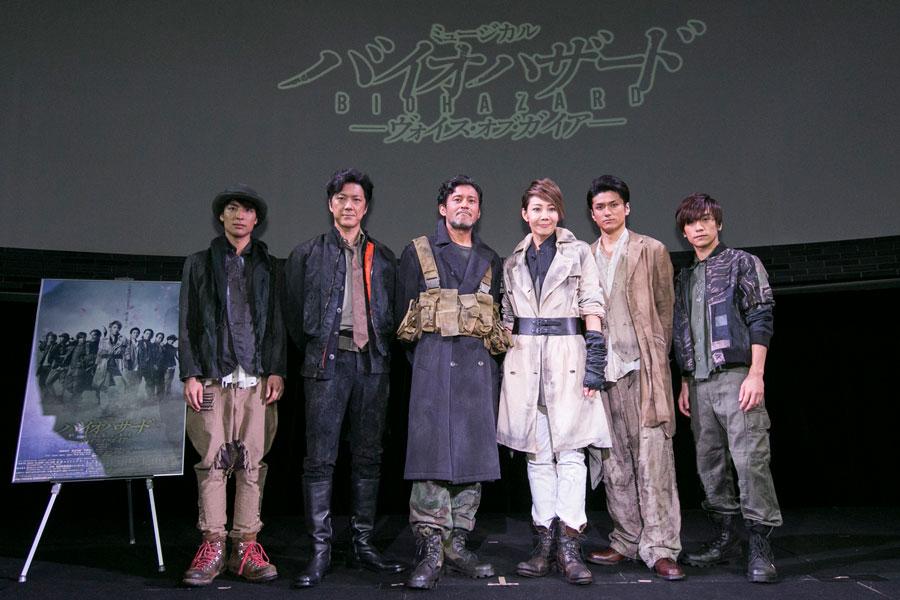 会見会場に登壇したキャスト。右から3人目が柚月礼音 (C)GEKKO