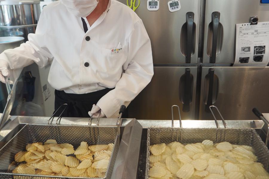 ポテトチップスの製造工程を見ることができる