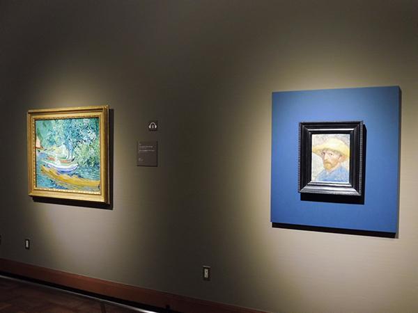 「第2章 ポスト印象派」より、右からフィンセント・ファン・ゴッホ《自画像》(1887年)、《オワーズ川の岸辺、オーヴェールにて》(1890年)