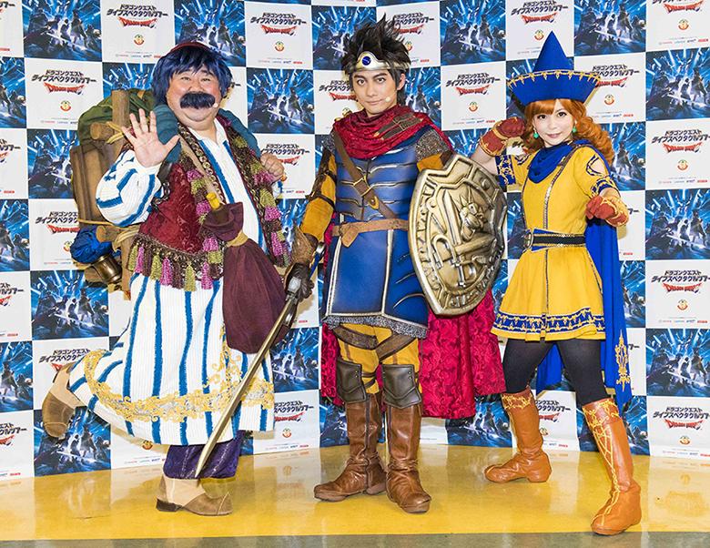 会見に登場した松浦司(中央)、中川翔子(右)、芋洗坂係長(左)