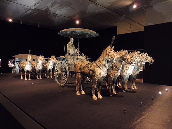 1号銅車馬(手前)と2号銅車馬(奥)※ともに複製