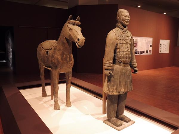 騎兵俑と軍馬