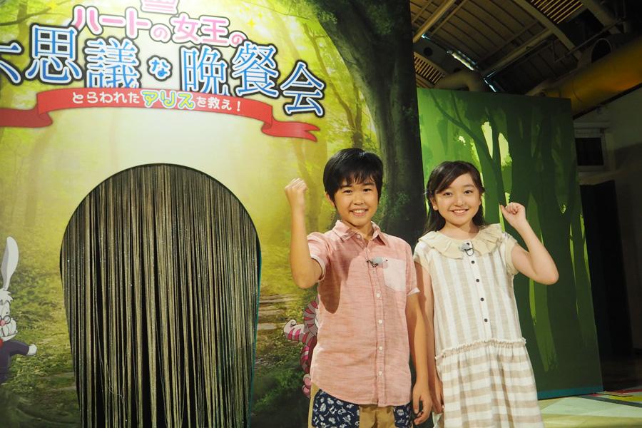 謎解きに挑戦した鈴木福(左)と谷花音