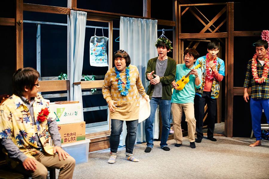 役者としても活動する岡部は、押しの強い関西人キャラを演じさせたら絶品 第14回公演『せんたくの日和』より 写真/衛藤キヨコ