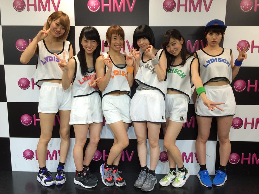 7月3日に行われた「HMV三ノ宮」でのインストアライブにて(左からminan、mei、ami、yumi、hime、ayaka)