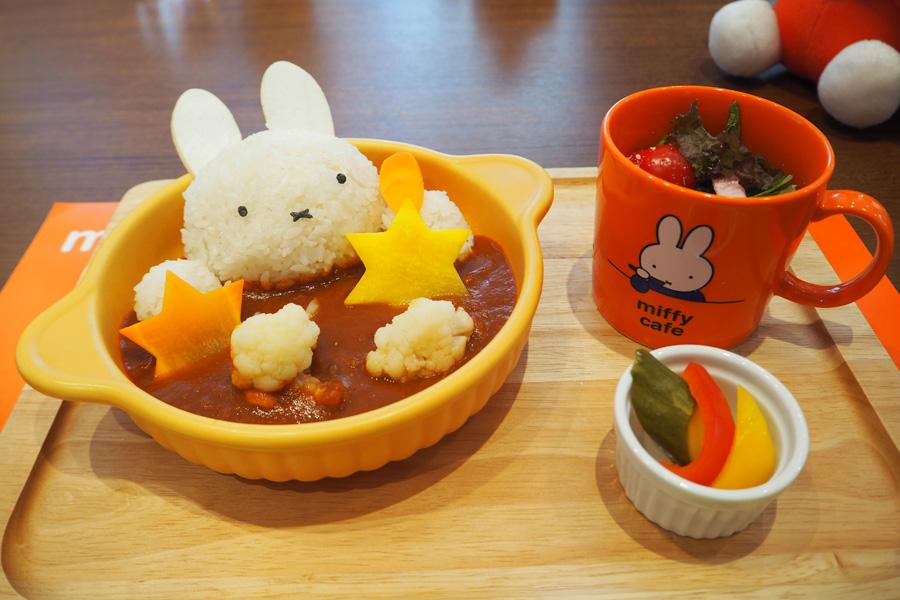 東京で1番人気だった「ミッフィーのトマトチキンカレー」(マグカップ付)1,814円