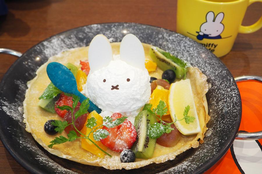 「ミッフィー風パンケーキ パンネンクーケン」(マグカップ付)1,814円