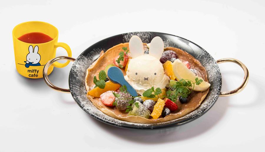 東京、福岡で人気だった「ミッフィー風パンケーキ マグカップ付き」1,814円