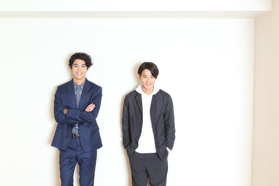 映画『森山中教習所』でW主演の賀来賢人(左)と野村周平